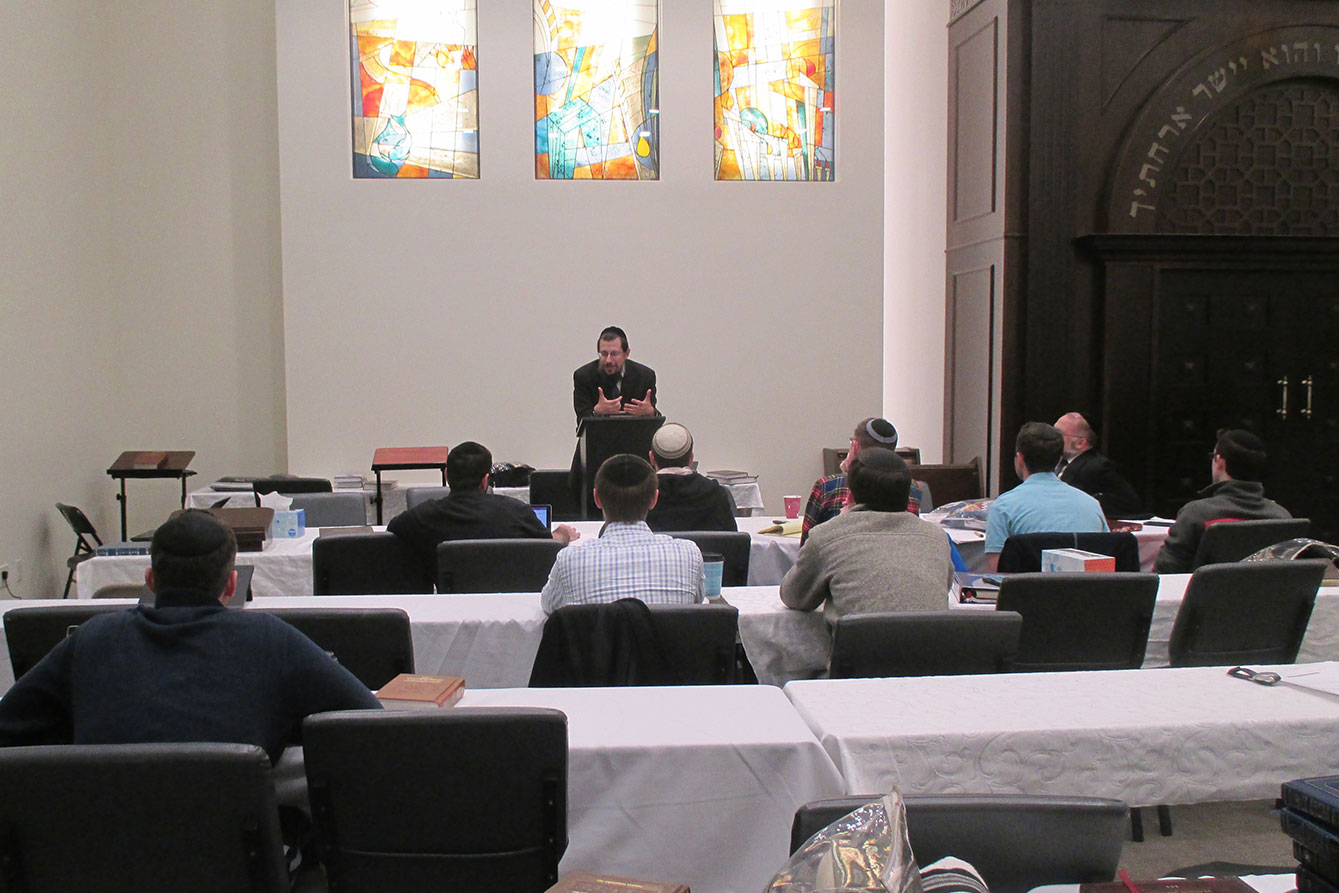 Rav Schenkolewski addressing LA Adas Torah group